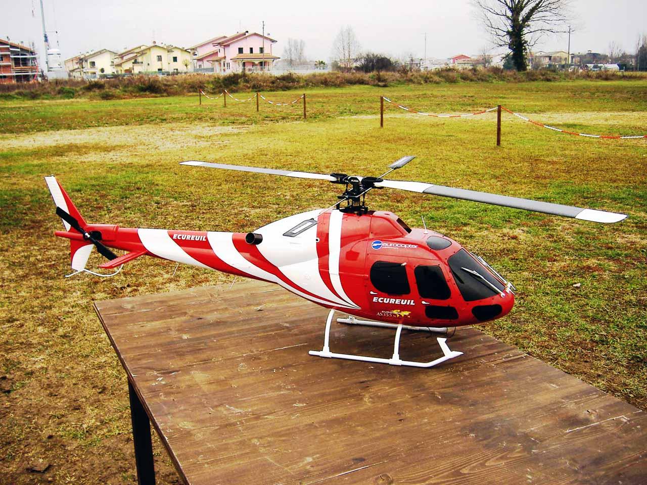 Elicottero T Rex 500 : T rex in fusoliera bellissimo baronerosso