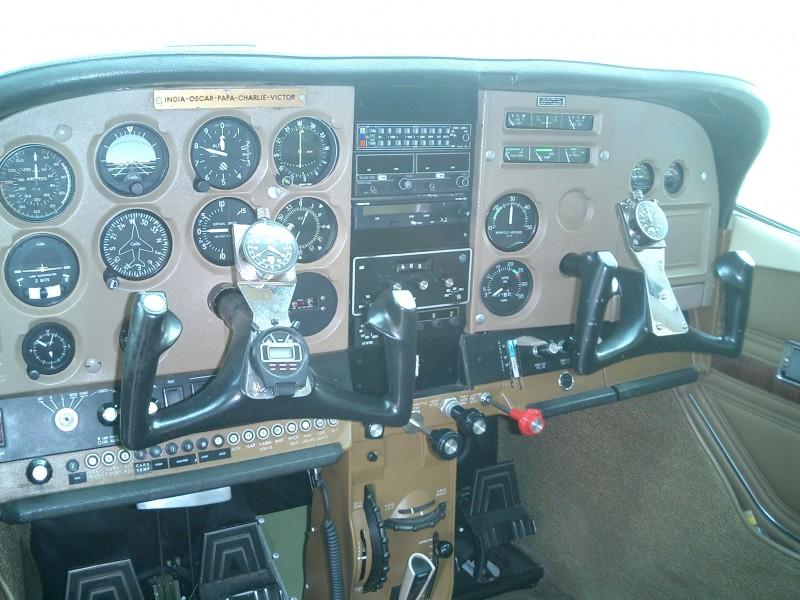 Cessna 182 - Cockpit