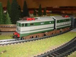 Trenini Elettrici E Plastico Ferroviario