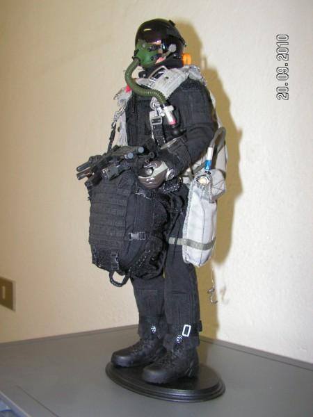 Figurino Paracadutista In Assetto Alta Quota Di Lancio